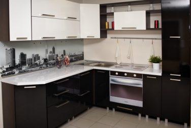Угловая кухня Ночной город